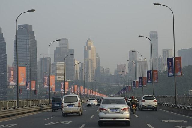 Miasto zanieczyszczone smogiem