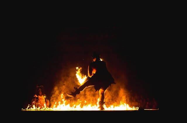 Noc kupały - taniec przy ognisku