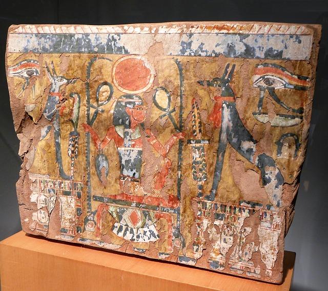 krzyż egipski w rękach faraona